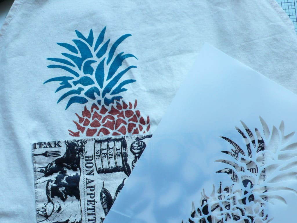 How to create a gorgeous stencilled design on fabric